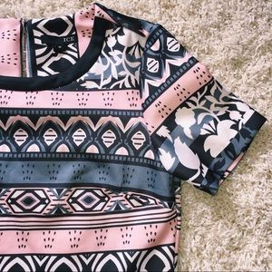 Ice Tops - Patterned cropped blouse