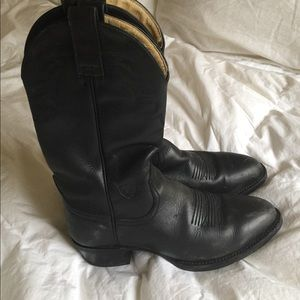 Ariat Shoes - MAKE OFFER!! Ariat black cowboy boots