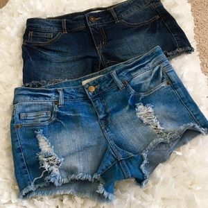 Forever 21 Pants - ⚡️FLASH SALE⚡️ BUNDLE 2 ITEMS Frayed Jean Shorts
