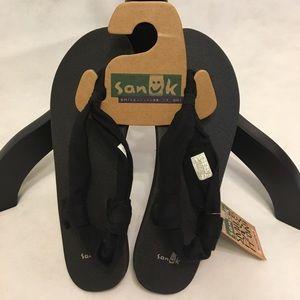Sanuk Shoes - Sanuk sling back yoga matt sandals