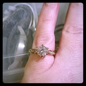 Jewelry - Rose gold toned ring