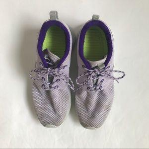 Nike roshe runs light lavender Woman's Size 6.5