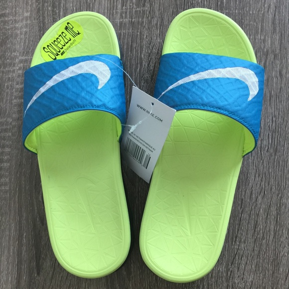 8588cbb9d924 Nike Women s Benassi Solarsoft Slide 2