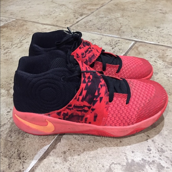 Boys' size 2.5Y Nike Kyrie 2 shoes