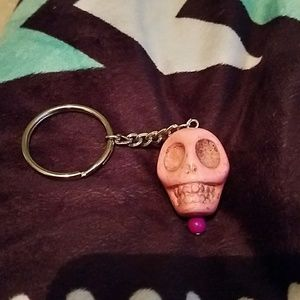 Accessories - Solid stone skull keyring