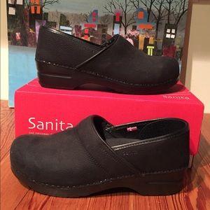Sanita / Black - Textured Oil WR Leather / W EU41