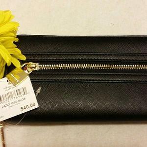 Nine West Handbags - 👜👜👜 PRICE DROP - NINE WEST WALLET👜👜👜
