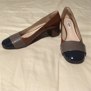 Clarks Narrative heels size 9.5