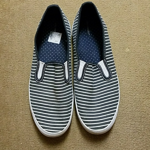 City Sneaks White Canvas Shoes
