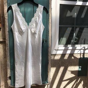 Vintage Other - Vintage white embroidered slip