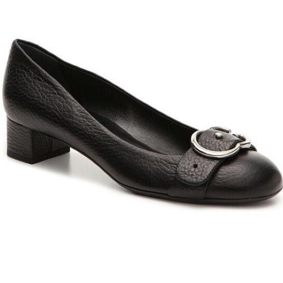 1344d12ed01 Gucci Shoes - Gucci black pebbled leather logo block heel pump!