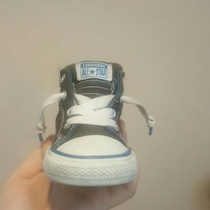 Converse Other - CONVERSE KIDS SIZE 6 SNEAKERS
