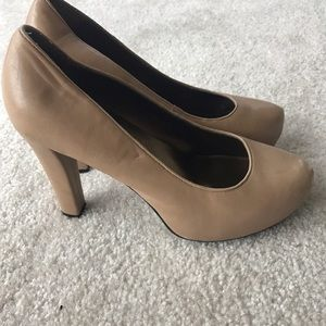 me too Shoes - Heeled Nude Pumps
