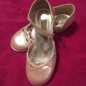 Lasonia Other - Beautiful pearl pink dress shoes