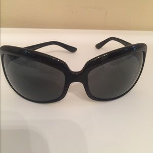Oliver Peoples Accessories - Black Oliver Peoples Sunglasses.