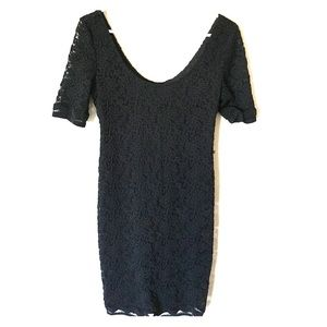 LISTING Black lacy maternity dress