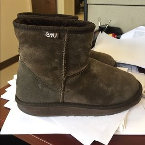Emu Shoes - EMU boots sz 8 female and 7 male great cond