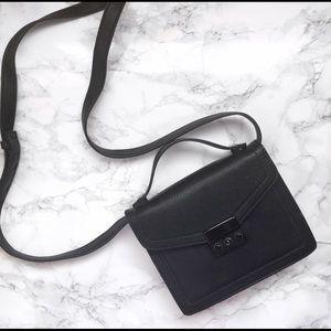 Forever 21 Handbags - Forever 21 crossbody bag in black
