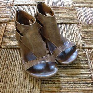 Bed Stu Shoes - EUC Bed Stu sandals with zipper