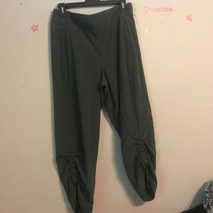 CALIA by Carrie Underwood Pants - Calia by Carrie underwood Capri in green