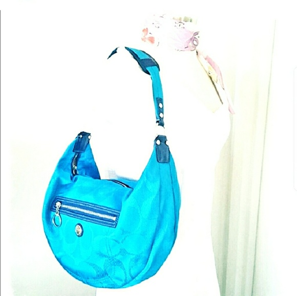 1c2c8c5995 Coach Handbags - BEAUTIFUL CHIC Coach Blue Canvas Hobo Bag - Daisy