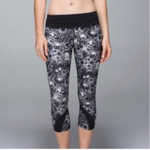 lululemon athletica Pants - Lululemon flowabunga inspire run crops