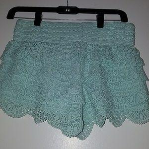 Ruffle mint shorts