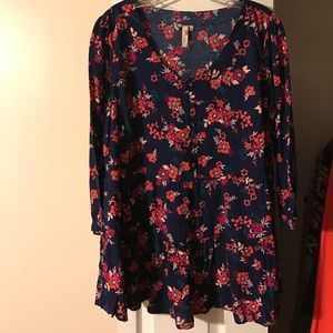 Red Camel Tops - New babydoll blouse. Navy w/ flowers