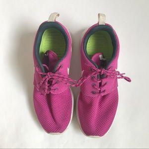 Nike roshe runs darker pink woman's size 6.5