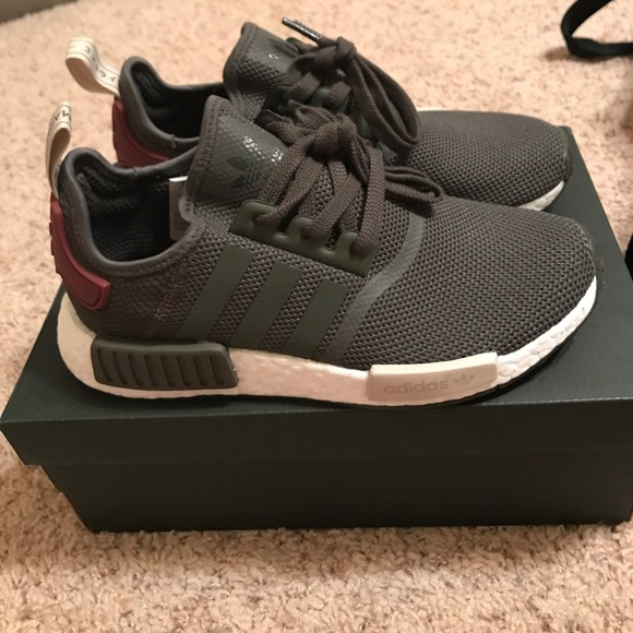 ✨sale✨ DEADSTOCK nwt olive adidas nmd women's 7 NWT