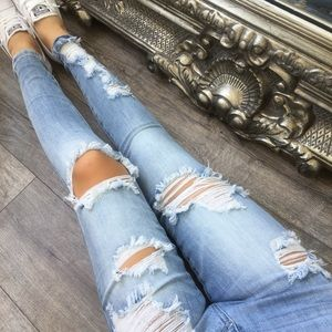 LAST2// BEACHIN Light Destroyed Denim Ankle Jeans