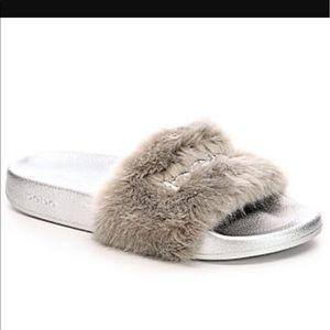 38ffb2cc7d7 bebe Shoes - LAST 1 🔥NEW BeBe Furiosa Fur Slide Sandal Silver