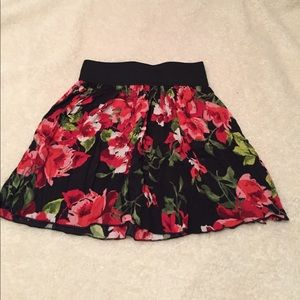 Mascara Dresses & Skirts - RED AND BLACK FLOWER SKIRT