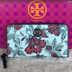 Tory Burch Handbags - NEW TORY BURCH KERRINGTON ZIP CONTINENTAL WALLET