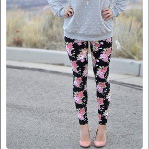 Pants - 🆕 floral leggings