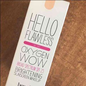Benefit Other - Benefit Hello Flawless Liquid Foundation in Ivory