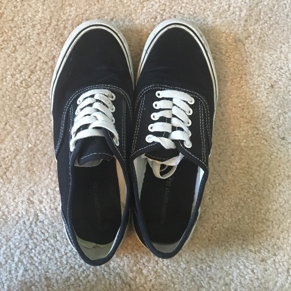 9ad54ac601 Black and white knock off vans. M 58fa131d7fab3a5a710049a6