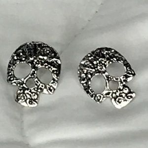 Jewelry - Skull Earrings