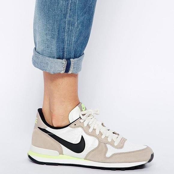 cheap for discount 3acb3 d690c Nike Internationalist Taupe  Neon Sneaker 7.5. M 58fa1b27d14d7bb78b05f655