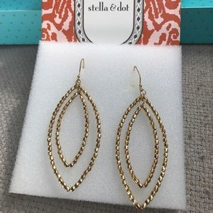 Stella & Dot Jewelry - Stella and Dot Gold Bardot Earrings EUC With Box