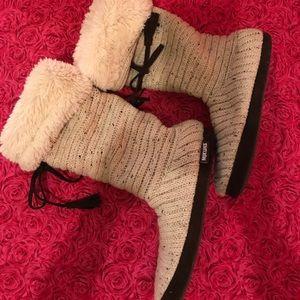 Muk Luks Shoes - Muk Luks slipper boots sz 6