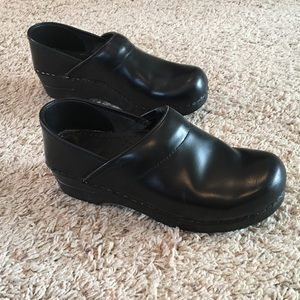 Dansko Shoes - Black Dansko Professional Clogs 38 8