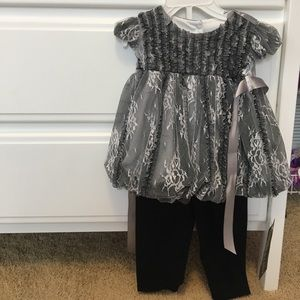 Isobella & Chloe Other - Silver and Black Top with Black Leggings