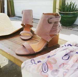 //The Katherine// Taupe wedge Sandal