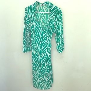Dresses & Skirts - 💥Sale💥 Green And White Wrap Dress