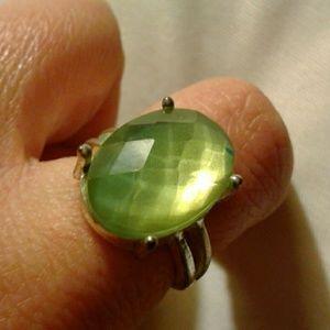Jewelry - Green stone ring