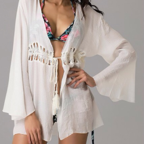 9c0c9242d443d 🌞Fabulous little cover-up🌞Closet Clear out🌞