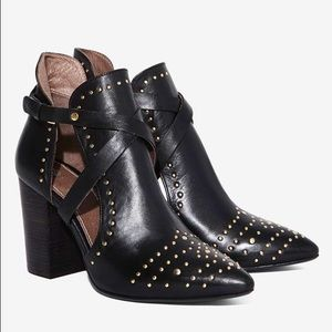 REDUCED ‼️Geneve Stud leather booties 🖤