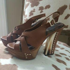 Gianni Bini Shoes - Gianni Bini | Brown with horn heel pump