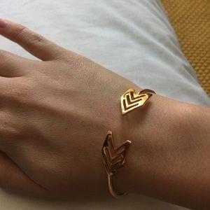 Gorjana Jewelry - NWOT Gorjana Gold Arrow Chevron Cuff Bracelet